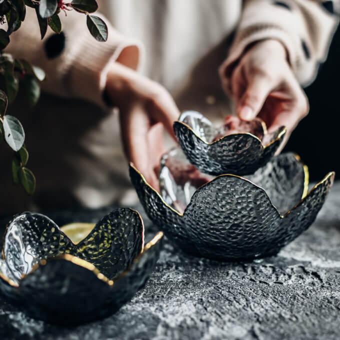 Фото 2 - Вазы-салатники в форме цветка из дымчатого стекла.