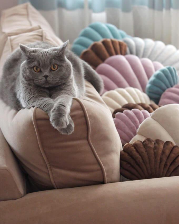 Фото 5 - Бархатные подушки Shell сливочный -15%.