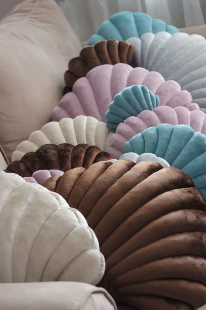 Фото 3 - Бархатные подушки Shell сливочный -15%.