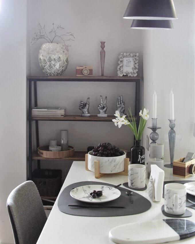 Фото 5 - Серая кожаная салфетка для стола.