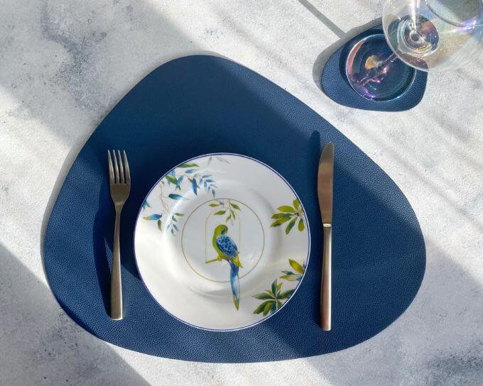 Фото 1 - Синяя кожаная салфетка для стола.