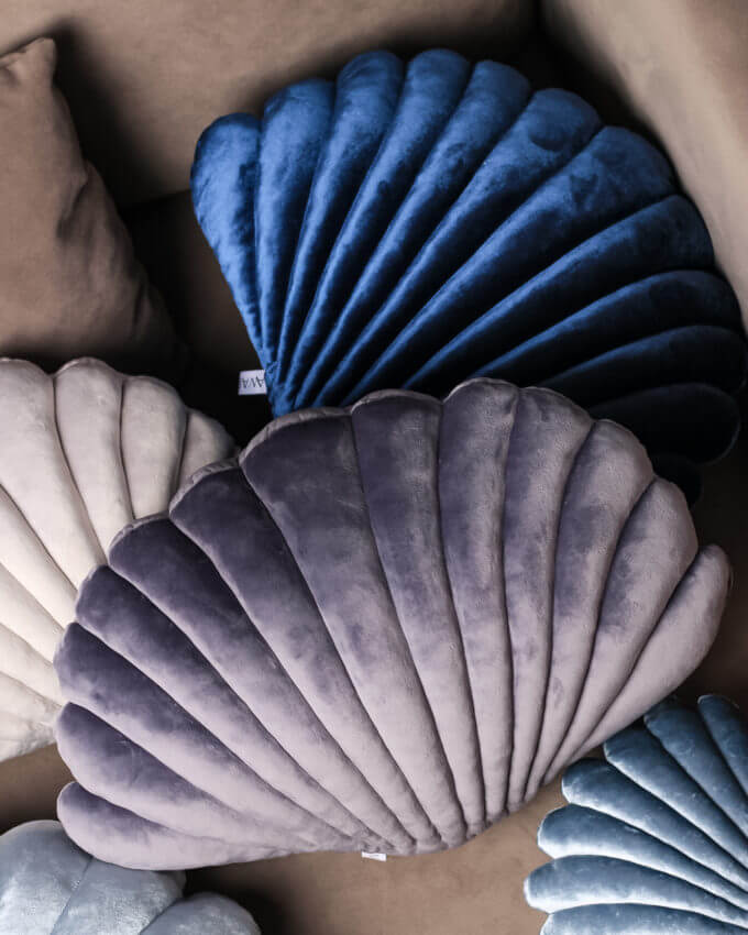 Фото 1 - Бархатные подушки Shell Темно-серый -15%.