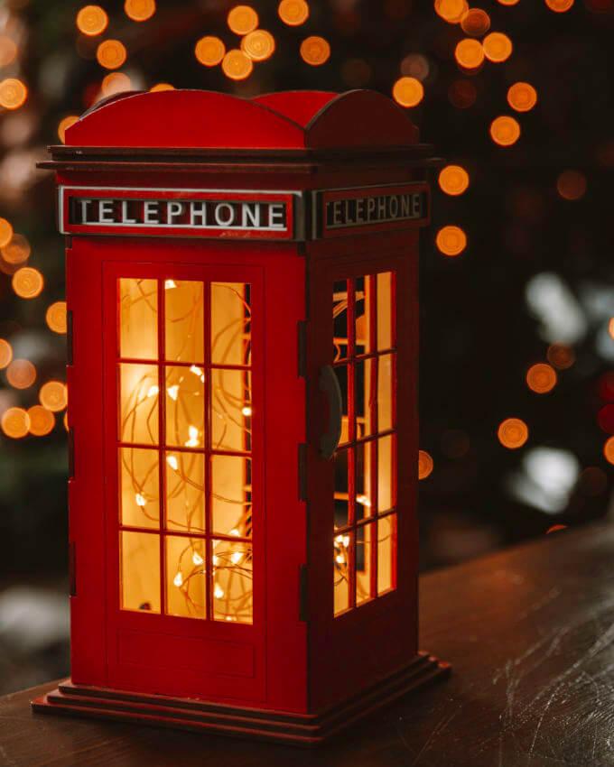 Фото 2 - Красная телефонная будка.