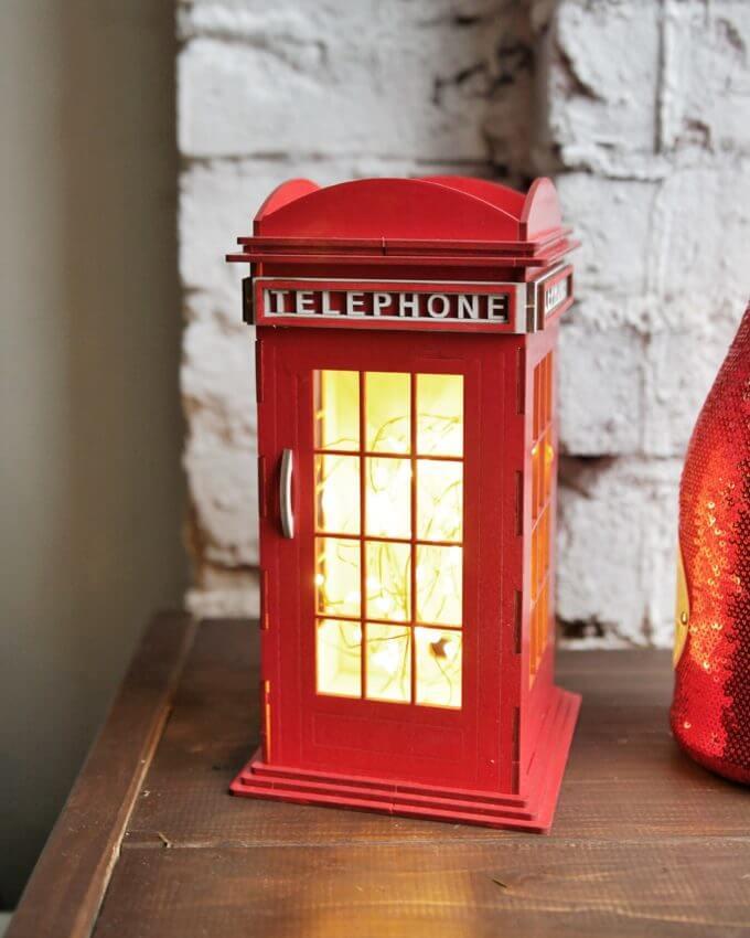 Фото 1 - Красная телефонная будка.