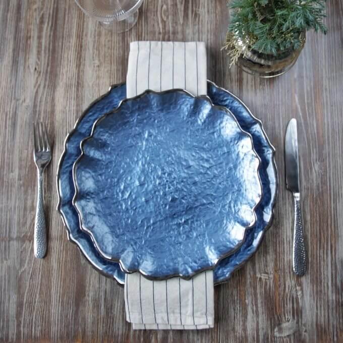 Фото 1 - Синее подстановочное блюдо Chambord.