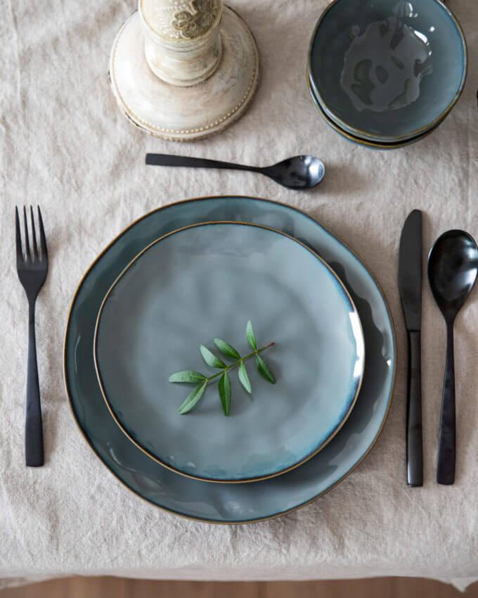 """Фото 1 - Плоские серые """"мятые"""" тарелки."""