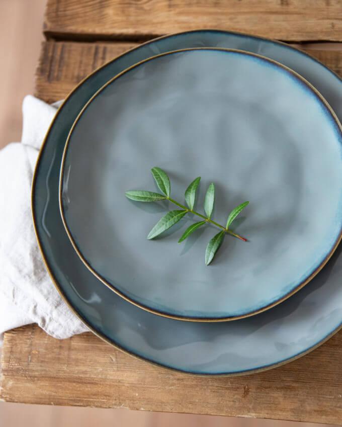 """Фото 2 - Плоские серые """"мятые"""" тарелки."""