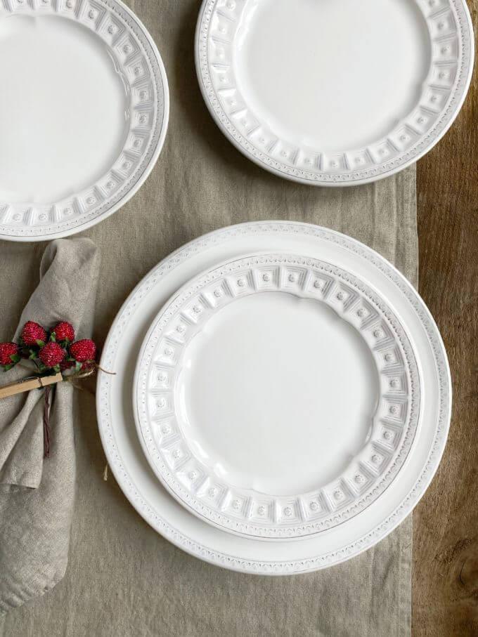 Фото 1 - Плоские белые тарелки Augusta.