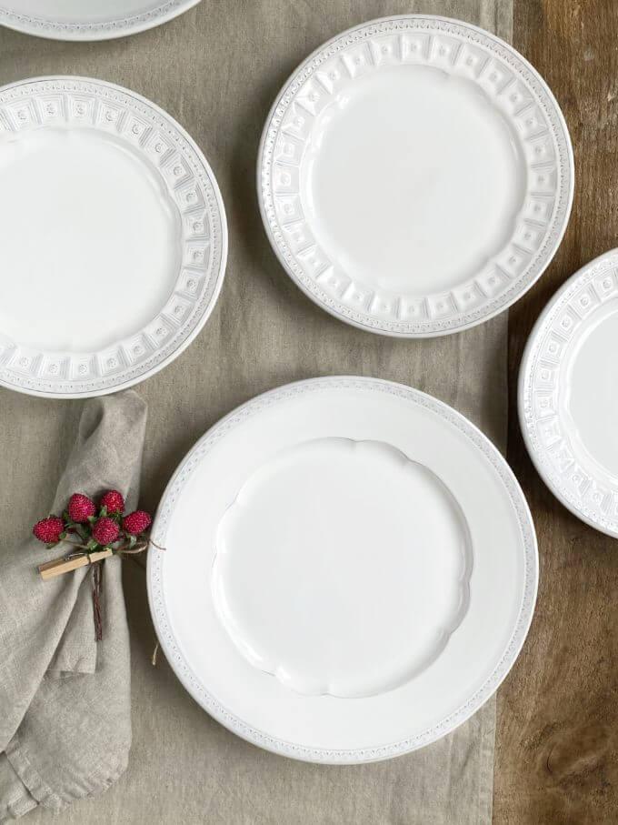 Фото 3 - Плоские белые тарелки Augusta.