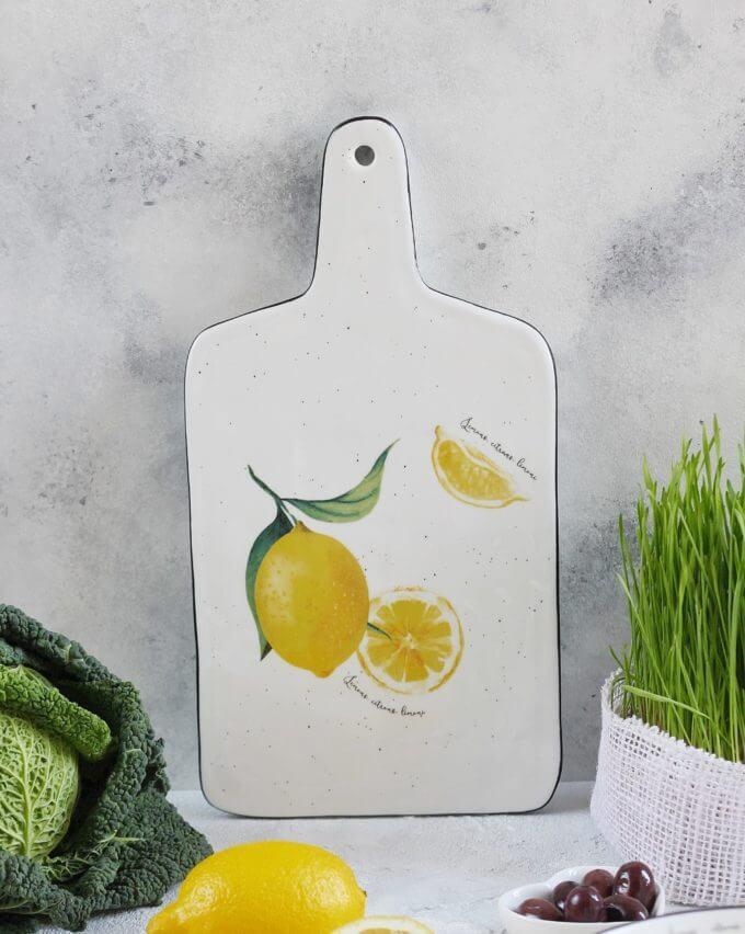 Фото 2 - Сервировочная доска с лимонами.