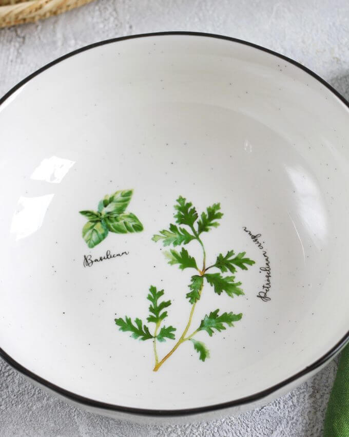 Фото 2 - Глубокая тарелка с травами.