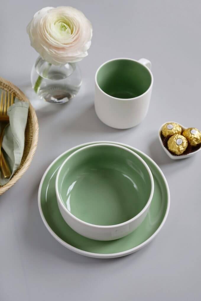 Фото 1 - Набор посуды в зеленом оттенке.