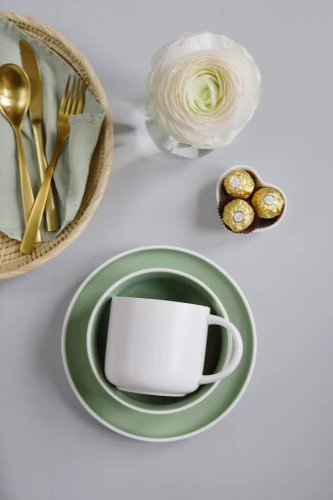 Фото 2 - Набор посуды в зеленом оттенке.