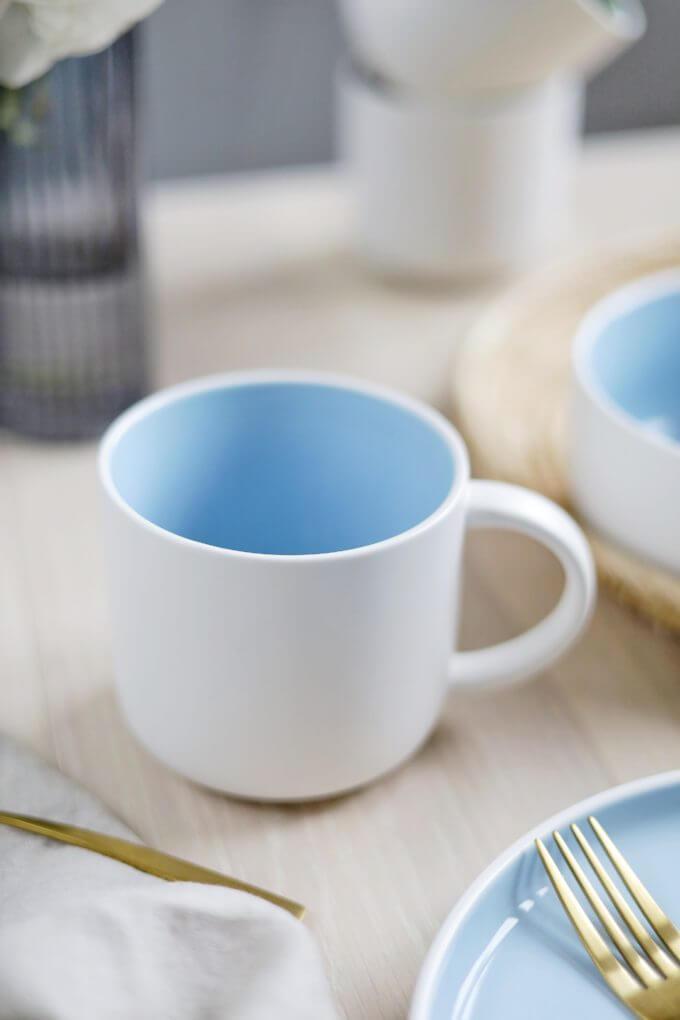 Фото 2 - Набор посуды в голубом оттенке.