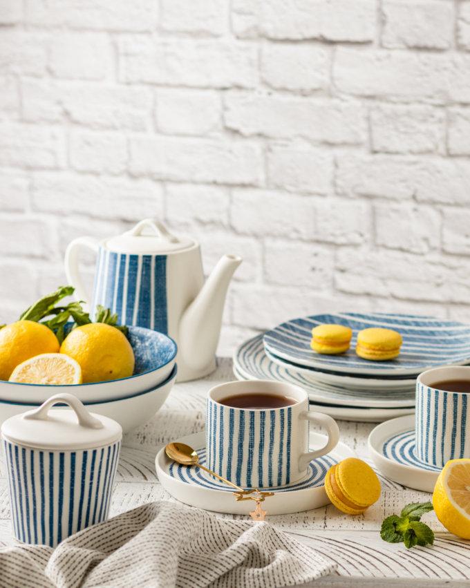 Фото 4 - Плоские тарелки в сине-белую полоску.