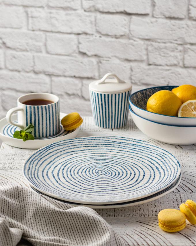 Фото 2 - Плоские тарелки в сине-белую полоску.