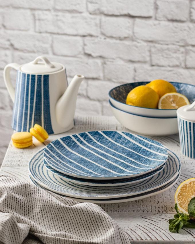 Фото 3 - Плоские тарелки в сине-белую полоску.