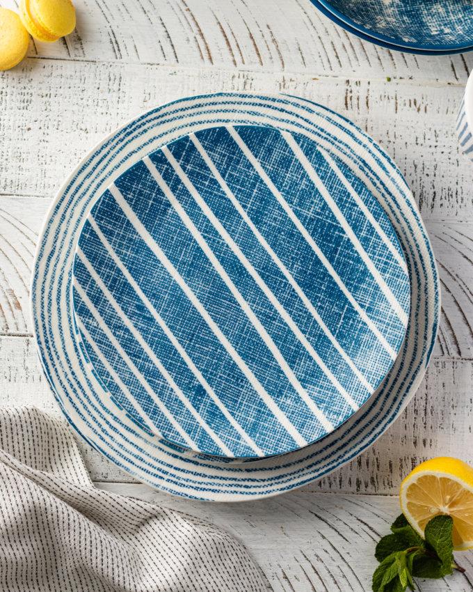 Фото 1 - Плоские тарелки в сине-белую полоску.