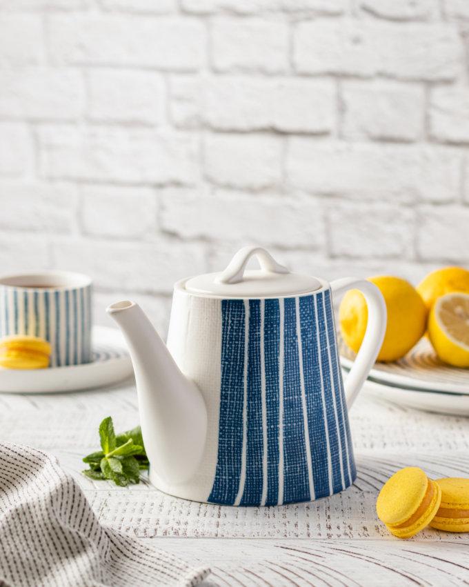 Фото 1 - Чайник синий в белую полоску.