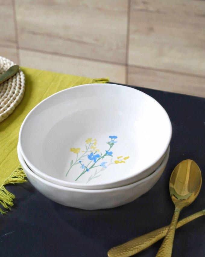 Фото 2 - Глубокая тарелка с желто-голубыми цветами.