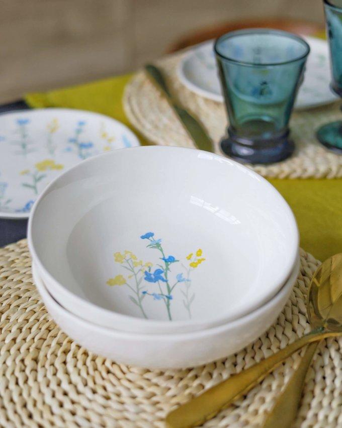 Фото 1 - Глубокая тарелка с желто-голубыми цветами.