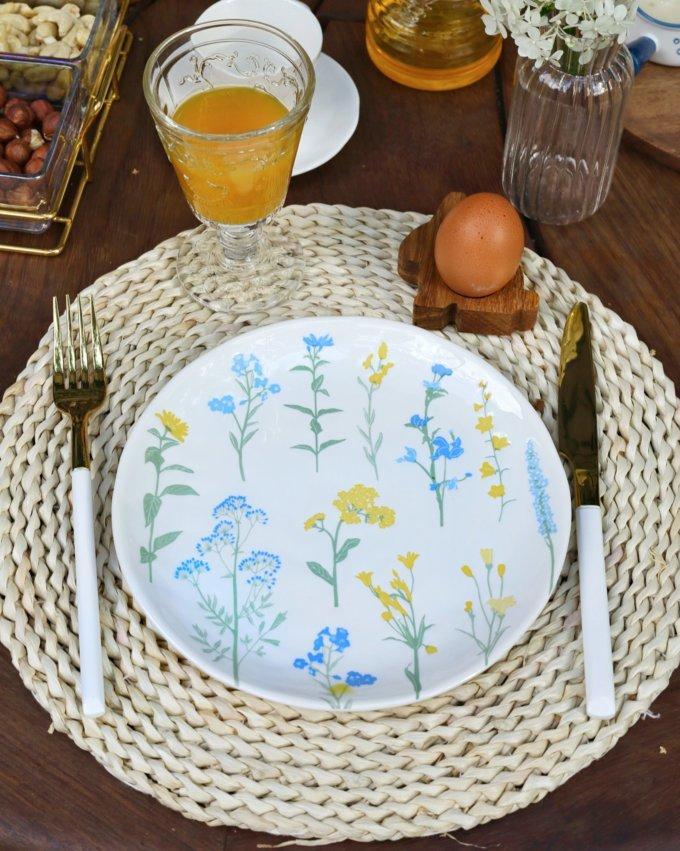 Фото 1 - Плоская тарелка с желто-голубыми цветами.