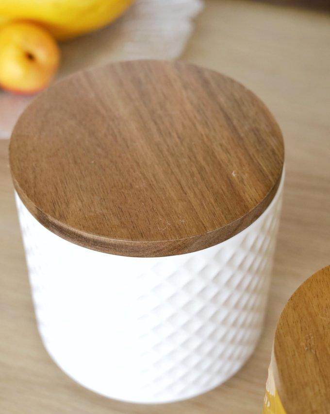 Фото 3 - Белая и желтая керамические баночки.