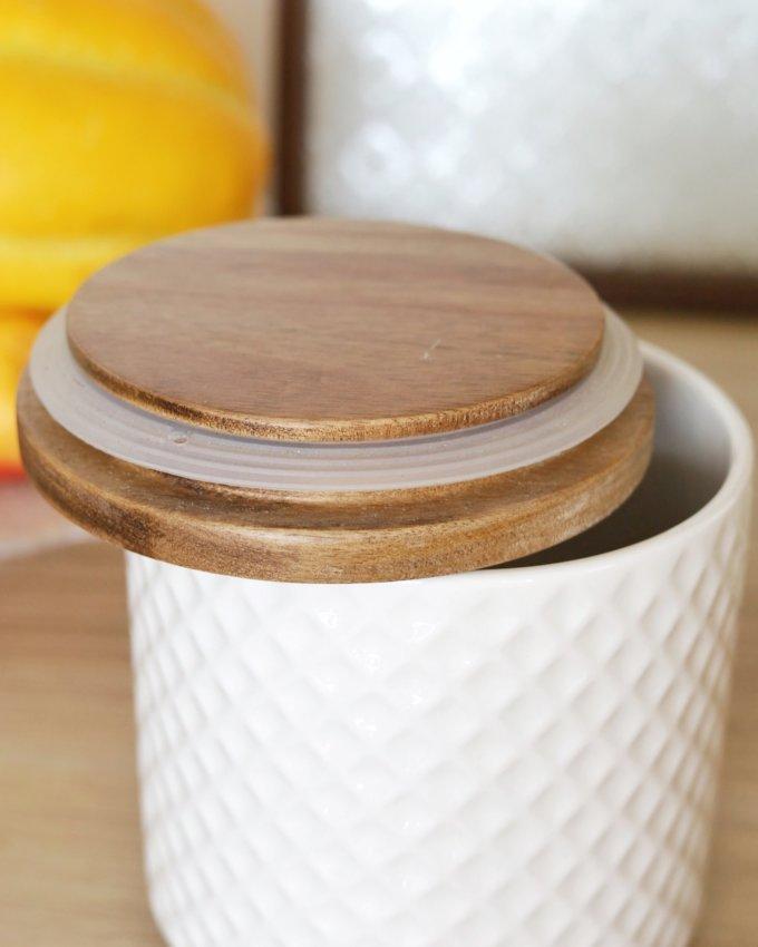 Фото 2 - Белая и желтая керамические баночки.