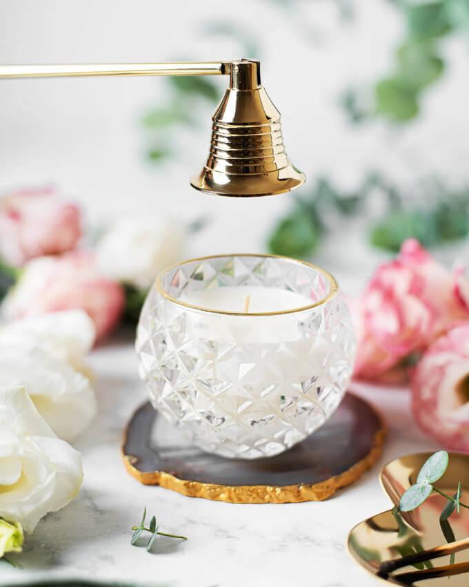 Фото 1 - Соевая свеча в баночке с золотой каемкой.