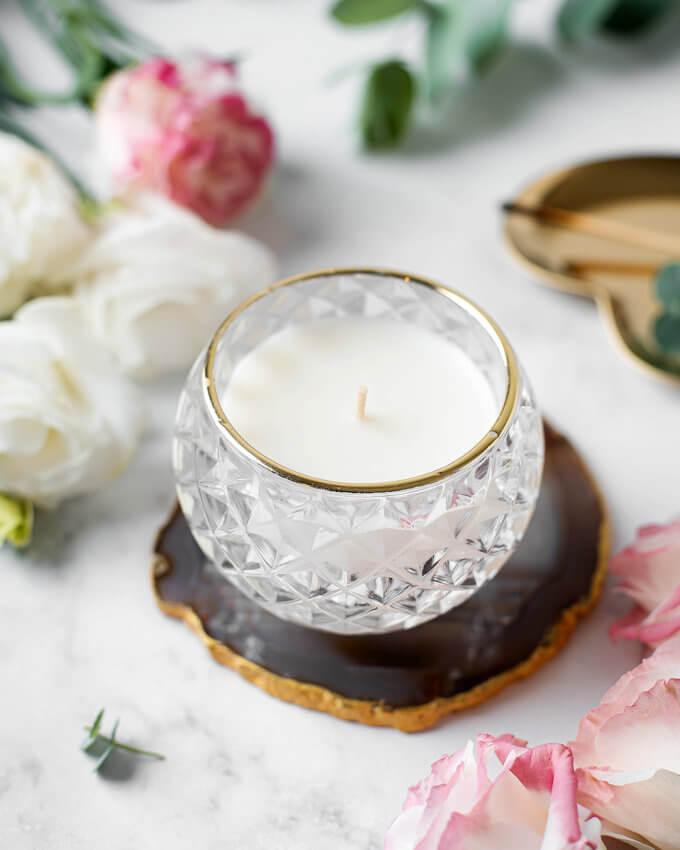 Фото 2 - Соевая свеча в баночке с золотой каемкой.